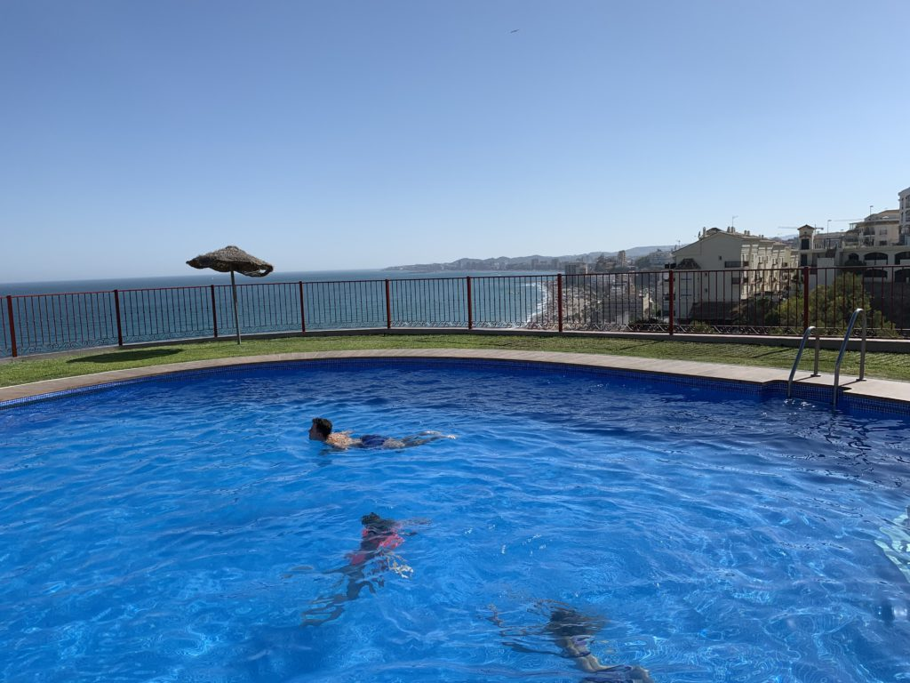Náš výhled z bazénu