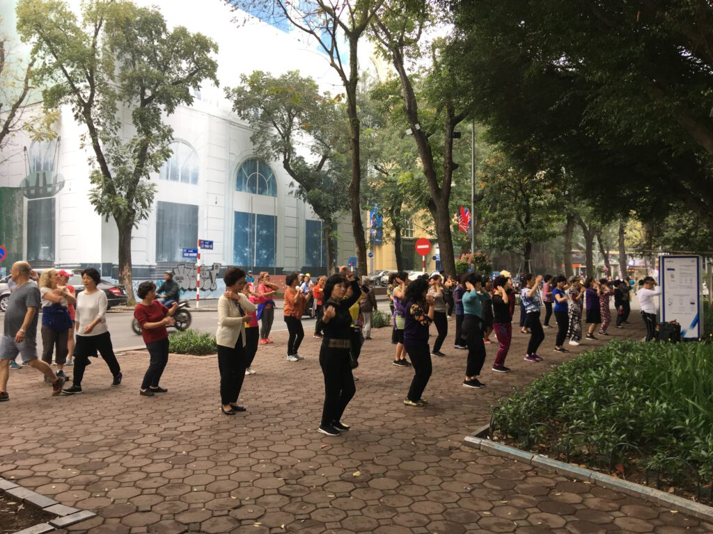 Cvičení v Hanoji