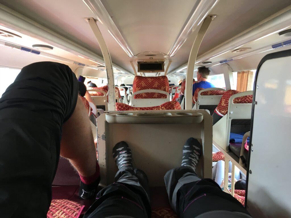V malém autobusu