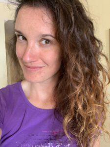 V průběhu Curly Girl metody
